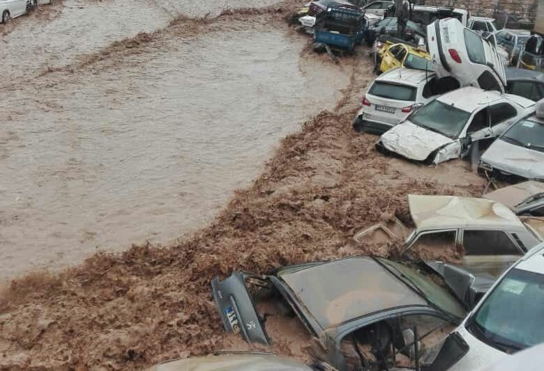 ۱۱ کشته و ۴۵ مصدوم در سیلاب دروازه قرآن شیراز