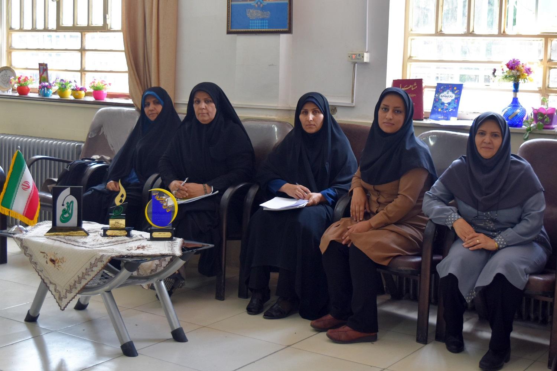در دبیرستان هیات امنایی دخترانه فرهنگیان خرم آباد چه می گذرد ؟