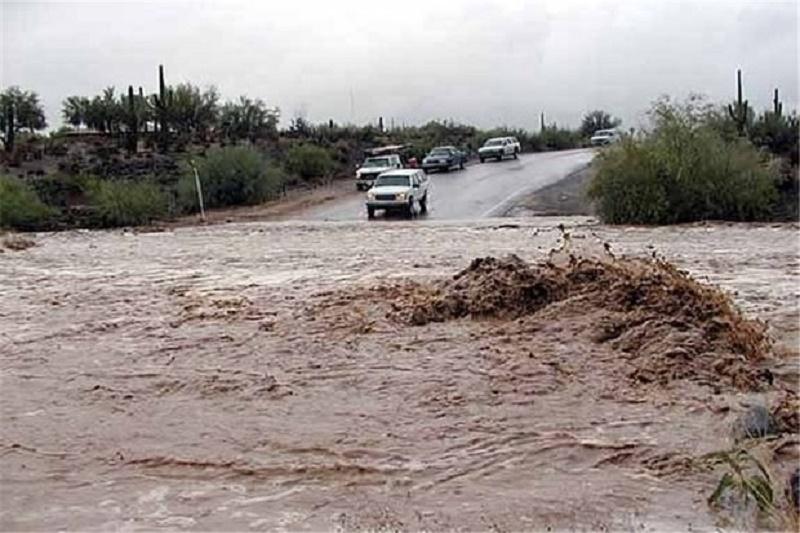 سیلاب، راه ارتباطی روستای «چم رستمیان» با پلدختر را قطع کرد