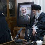 رهبر انقلاب در منزل سردار شهید قاسم سلیمانی حضور یافتند