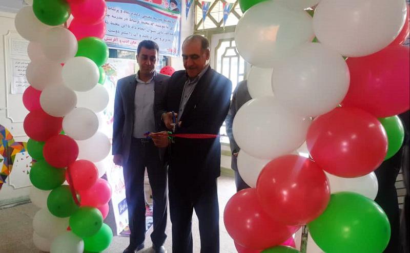 نمایشگاه مشاغل، در هنرستان دخترانه آفرینش خرمآباد برگزار شد